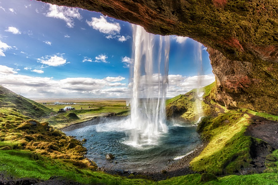 seljalandsfoss-waterfall-in-iceland-1